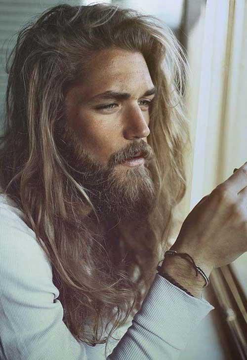 homem cabeludo